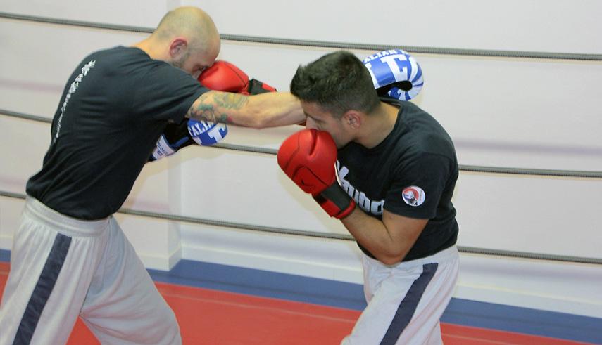 Kick boxing pugno di incontro